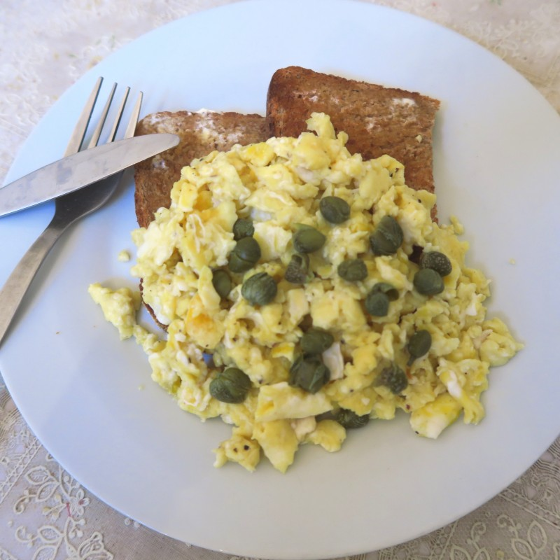 Goat cheese with scrambled eggs topped with capers