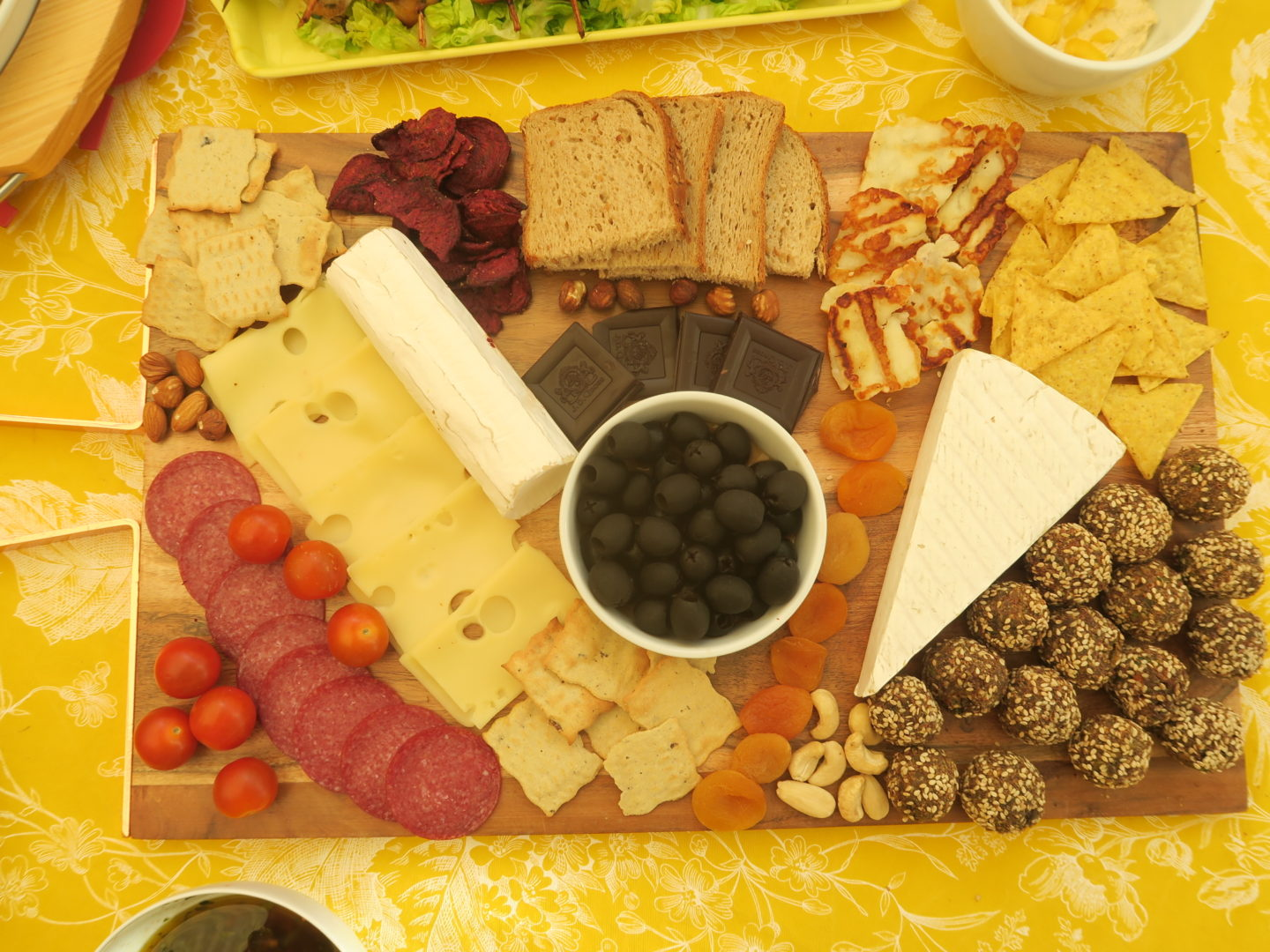 how to make a cheese board look attractive