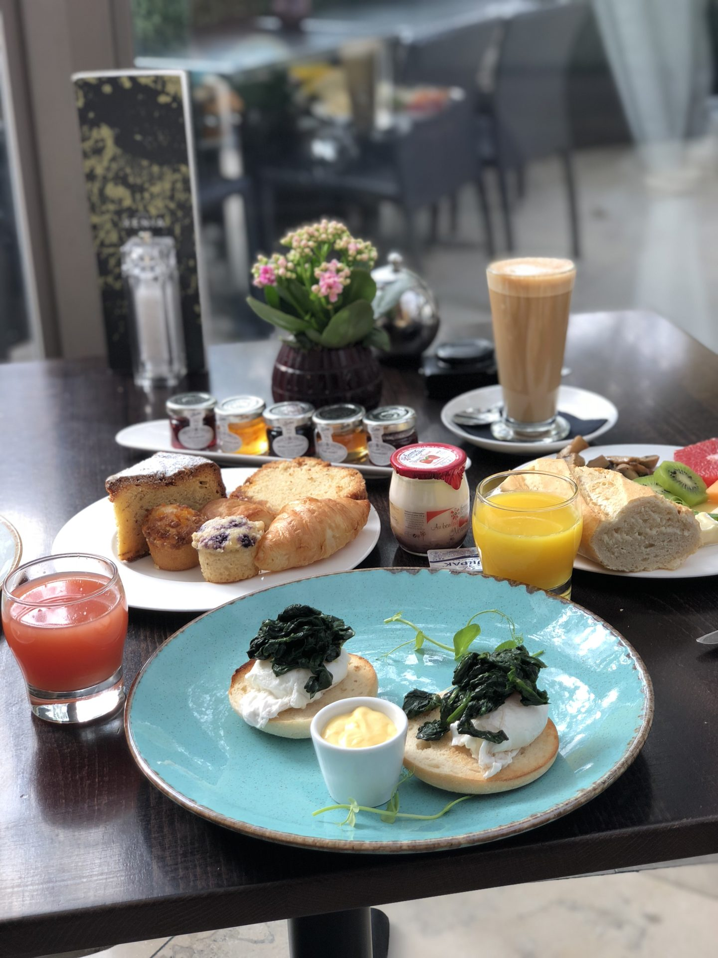 Christmas shopping stop over at Xenia hotel for a Sunday Prosecco Brunch